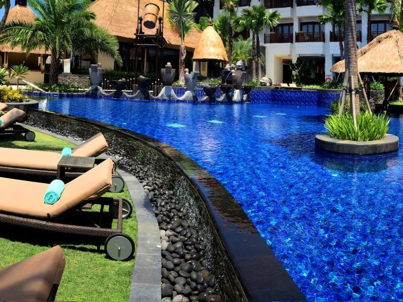 Holiday Inn Resort Bali - Pool Area with Mosaic