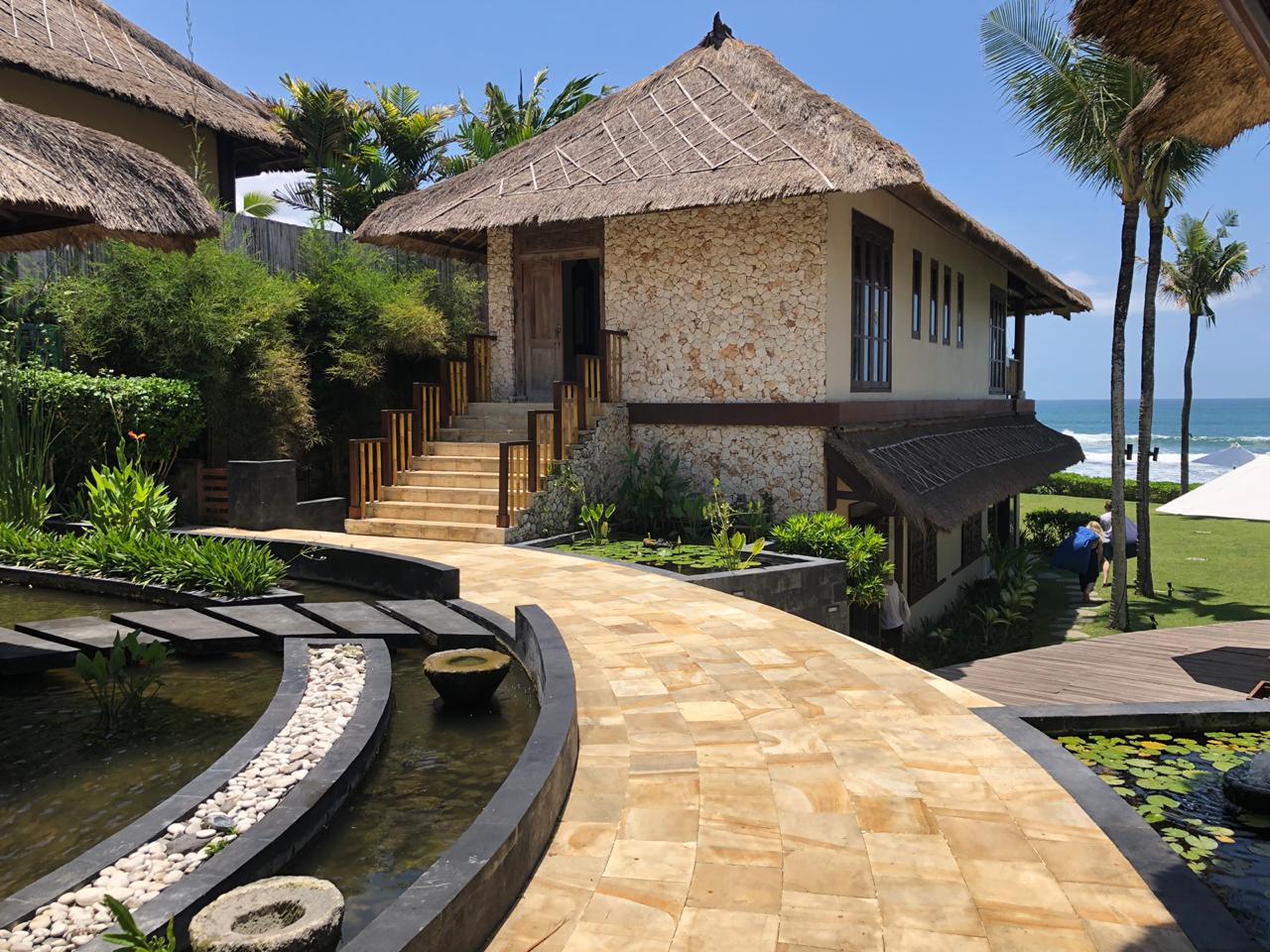 indonesia-golden-sandstone-tiles